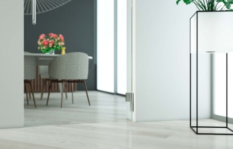 Biloba Evo the hinge with integrated door closer for internal and external hinged doors, with adjustable closure and constant braking control.