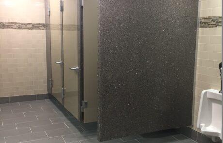 cerniere idrauliche Biloba EVO installate in questo progetto di bagni esclusivi presso il World Headquarters of Jehovah's in New York