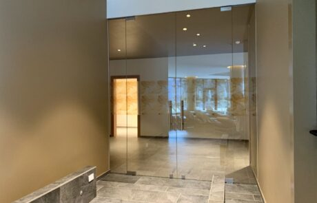 Internal doors and shower cabinets in glass
