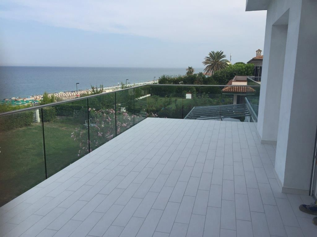 Glass railings for SADEV balconies