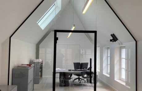 Glass partitions wall
